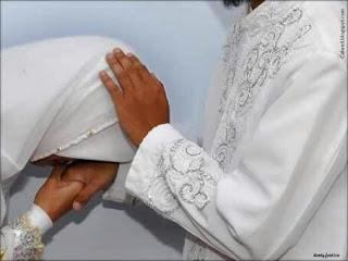 Beruntunglah Bagi Lelaki Yang Memiliki Istri Sholehah