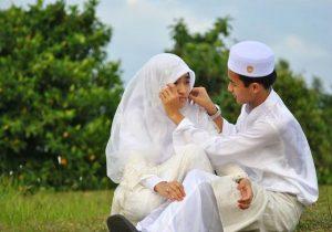 Suami Istri Harus Berusaha Agar Selalu Bersama Dalam Suka Maupun Duka
